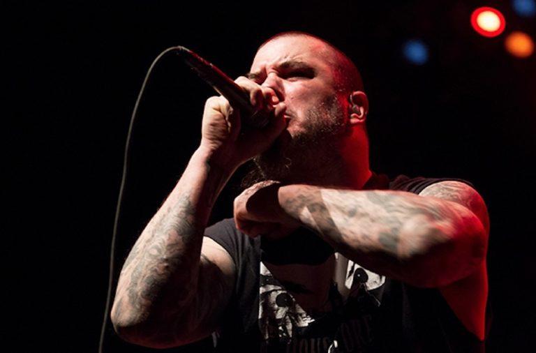 """[Vídeo] Phil Anselmo cantando """"Strength Beyond Strength"""" de Pantera con Scour"""